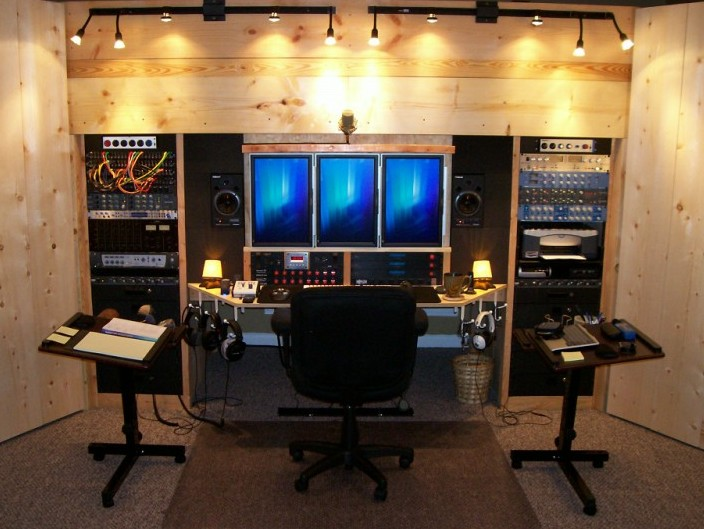 Home studio idea photo: built in wall. Tripple CPU monitor ...