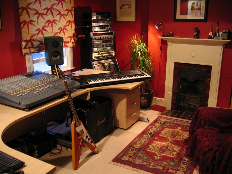 Home recording studio design idea comformtable cool vibe politusic - Home recording studio design ideas ...