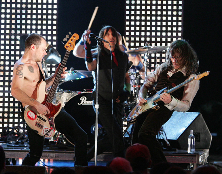rhcp 2006 upfront feed the need show mtv politusic. Black Bedroom Furniture Sets. Home Design Ideas