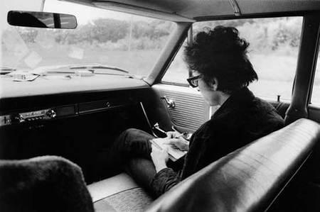 Bob Dylan writing lyrics in a car | POLITUSIC