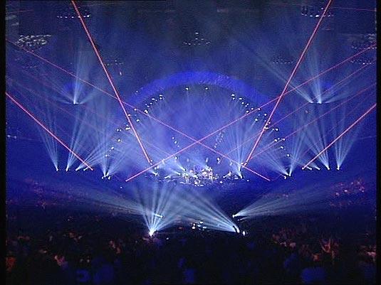 Pink Floyd Concert Stage | POLITUSIC