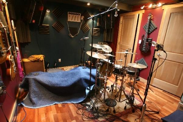 Recording a Kick Drum: Tips and Mic Placement Using a Blanket