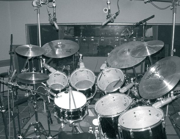 how to record drums. drums in a recording studio