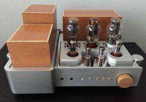 Yaquin MS-300C tube amplifier with strange wood modifications