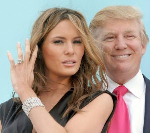 Giant ring, Trumps, Smiling